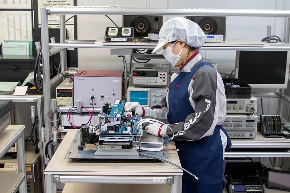 Đầu phát CD / SACD TAD-D1000MK2 đang được hoàn thiện.