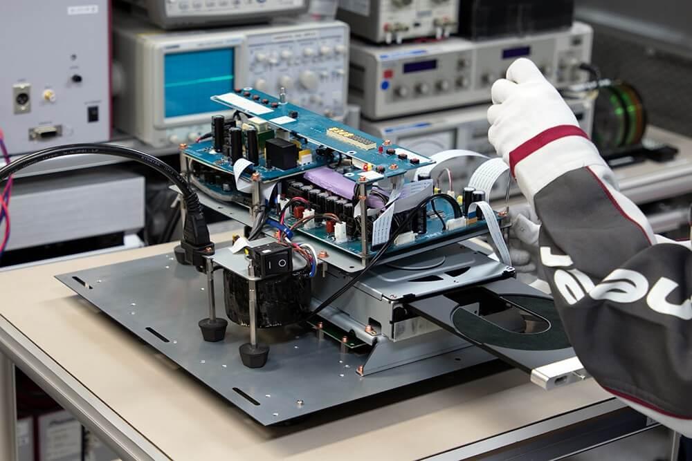 Kiểm tra bảng mạch TAD-D1000MK2.